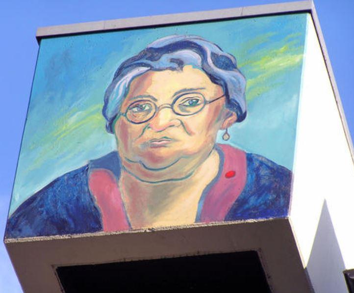 Mutter Ey – Stadtführung @ Treffpunkt: Eingang Kunstakademie